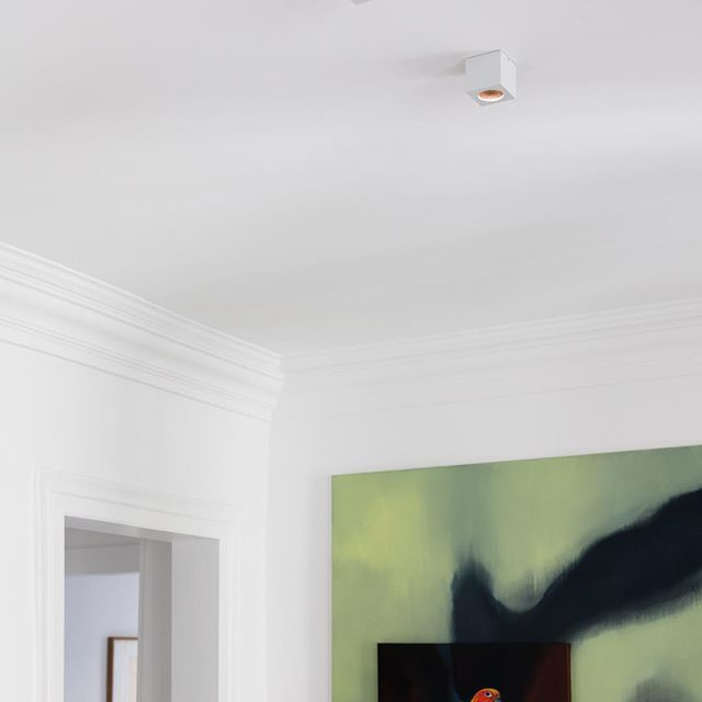 ⭐️New Marienbad spots will by presented at the PLDC 2017 on Xicato stand | Paris 1-4 November.   #ozonelight #lightingdesign #lighting #PLDC2017 #PLDC #spotlight #2000lumens #led #xicato #wallwasher #downlight #ceilinglight #aluminium #highfinish #surfacemounted #interiordesign #decor #white #minimal #minimalism #geometry #cube #luxuryhome #luxurylighting