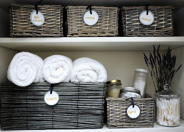 bathroom organization: Bathroomcloset, Wicker Baskets, Organizations Ideas, Bathroom Organizations, Bathroom Storage, Round Labels, Bathroom Closet, Closet Organizations, Linens Closet