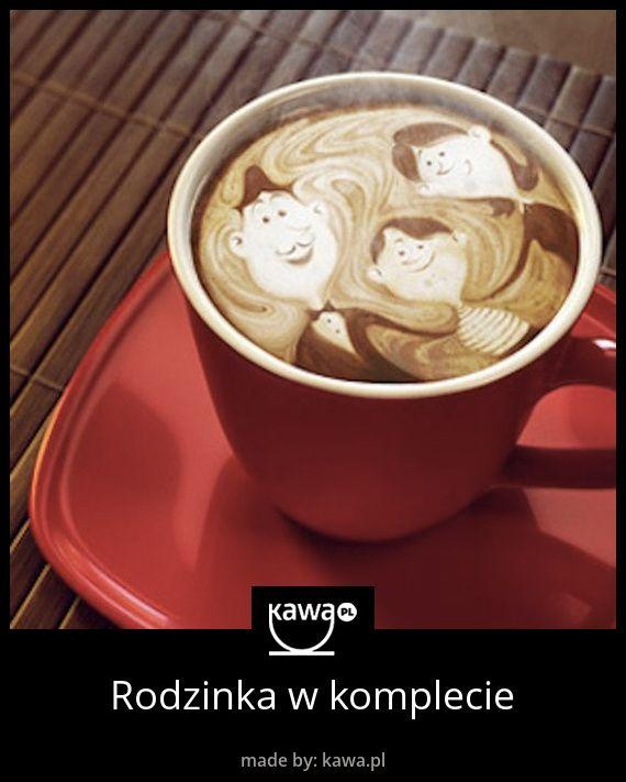 Kawowa rodzina. Taka filiżanka kawy podana rodzicom, na pewno by ich ucieszyła! Niedługo Dzień Ojca, więc pomyślcie o takim prezencie :) #coffee #latteart #family