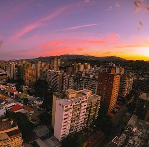 Caracas  F O T O | @dvaleron A D M I N | @mariana.delafe M A I L |  hermosacaracas@gmail.com  T A G | #caracashermosa #anuncioscaracas #venezuelahermosa  #streetfashion #urban #landscape #skyline #photographer #communityfirs #estaes_de_todo #streetphotography #streetview #streetphotographer #canon_photo #nikonphotography  #mobilephotography #wordlcaptures #worldplace #caracas #caracasve #caracascity #caracasciudad