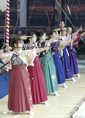 #Japan #toushiya I love Archery and Japanese things... This is Perfection...