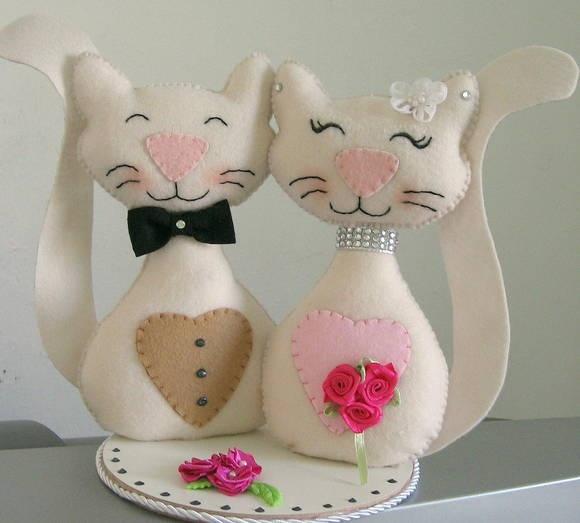 Topo de bolo com Casais de animais, confeccionado em feltro. R$ 49,00