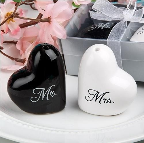 Mr & Mrs In Love Salt Pepper Shaker  - Wedding Souvenir.
