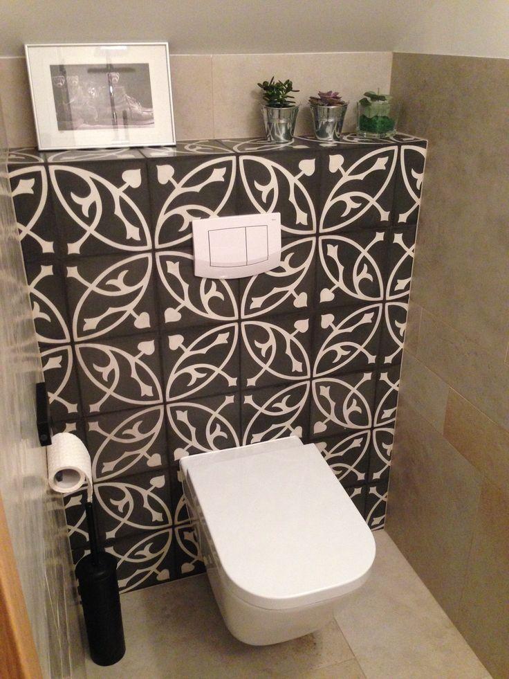 Małgorzata Grzybowska - toaleta wyłożona płytkami cementowymi BART