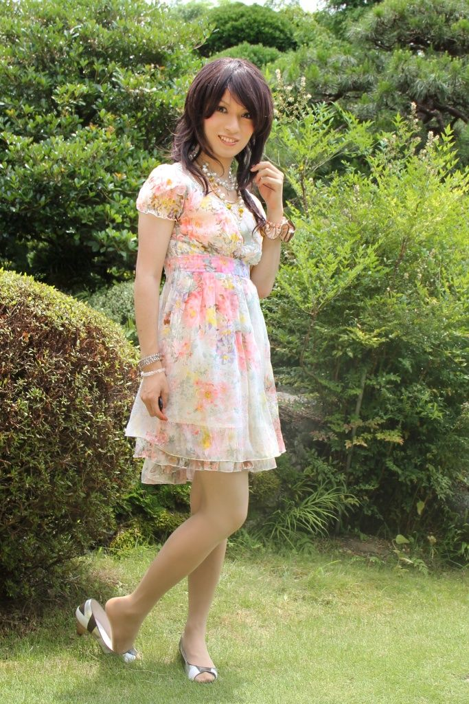 Pin On Girls In Dresses-8295