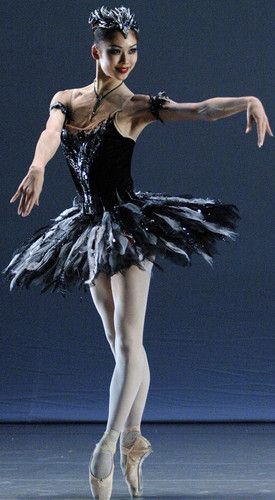just beautiful......: Dance Photography, The Black Swan, Swan Lakes, Tutu, Ballet Dancers Costumes, Shoko Nakamura, Staatsballett Berlin, Beautiful Dancers, Black Ballet Costumes