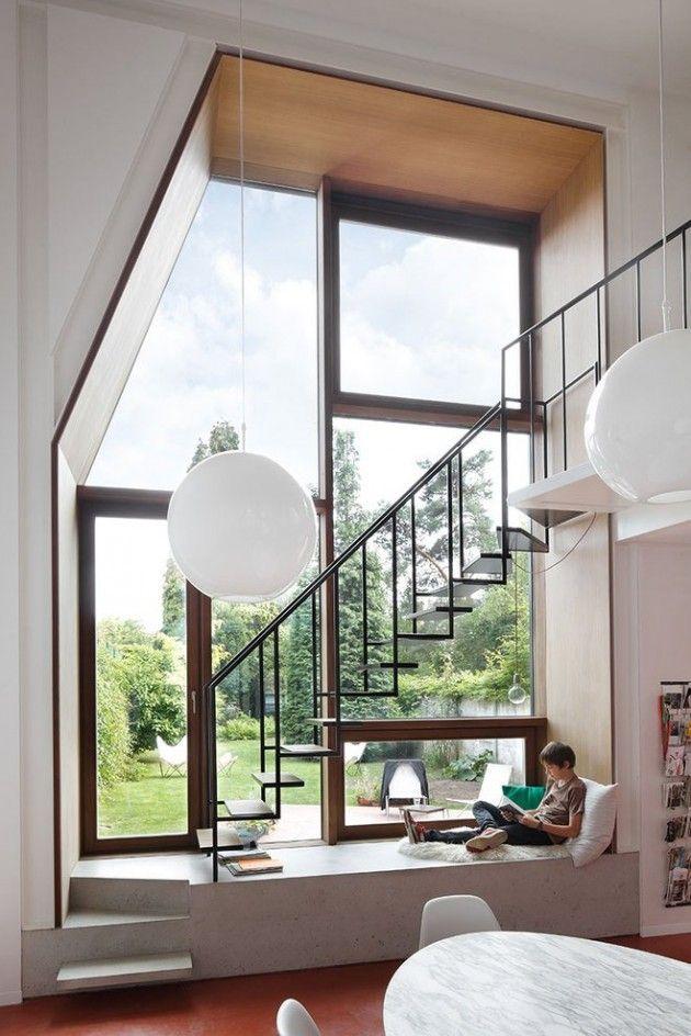 J'aime l'idée du grand mur vitré, de l'escalier comme suspendu dans les airs, et de l'estrade sur laquelle on peut se reposer ou lire tranquille, à la lumière naturelle