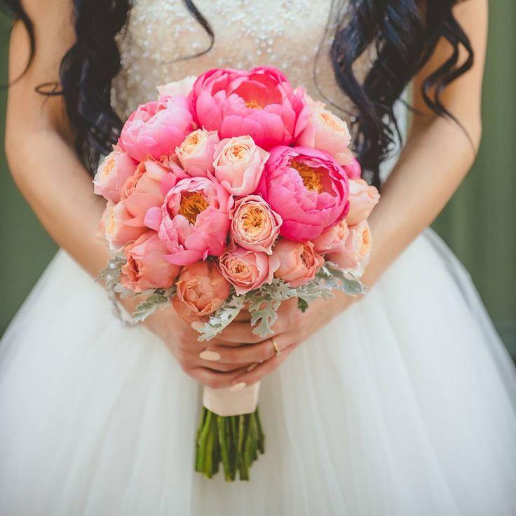 bukiet z piwoni, słodki bukiet, bukiet dla panny młodej, innowacyjny pomysł na bukiet, wiązanka z kwiatów piwonii, sklep warszawa, wiązankadla panny młodej z piwonii, kwiaty piwonii na bukiet, piwonia w bukiecie, bukiet panny młodej, bukiet panny młodej z kwiatami, nowości w bukietach, wiązanka panny młodej,