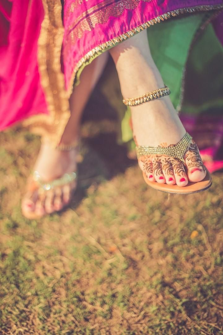 Mehndi, payal and perfect footwear. #Flats, #BridalFootwear, #Trending