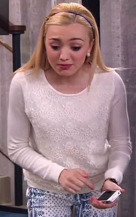 Emma's white lace front sweater and blue and white printed jeans on Jessie.  Outfit Details: http://wornontv.net/37284/ #Jessie