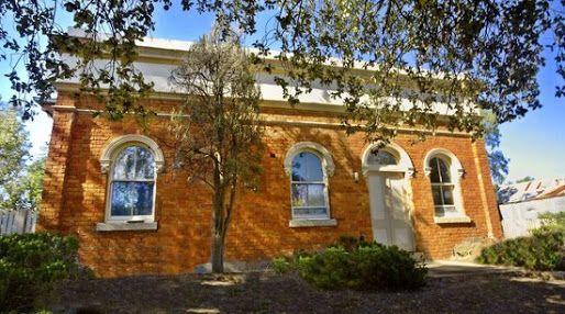 Old Eldorado Police Station in NE Victoria, rumoured to have under ground cells. #twistedhistory #policecells #lockup #northeastvictoria #eldorado