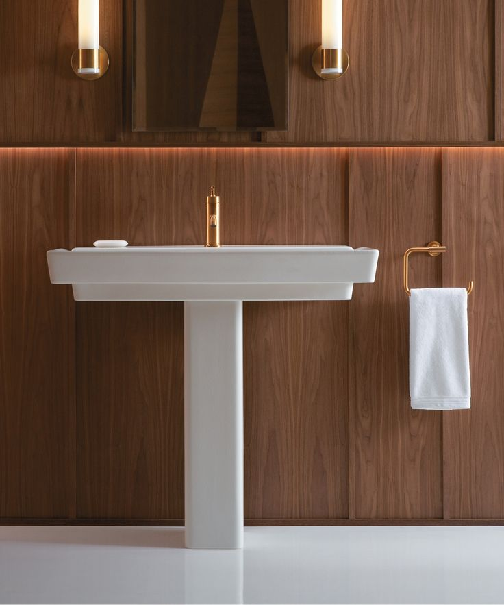 With geometric lines and a generous 39-inch width, the Rêve pedestal sink makes a striking focal point for your bathroom.
