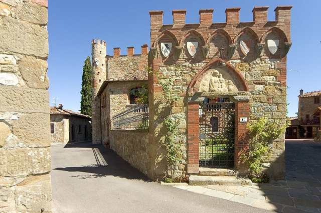 Entrata Giardino (Entrance from the garden) by Castelletto di Montebenichi, via Flickr