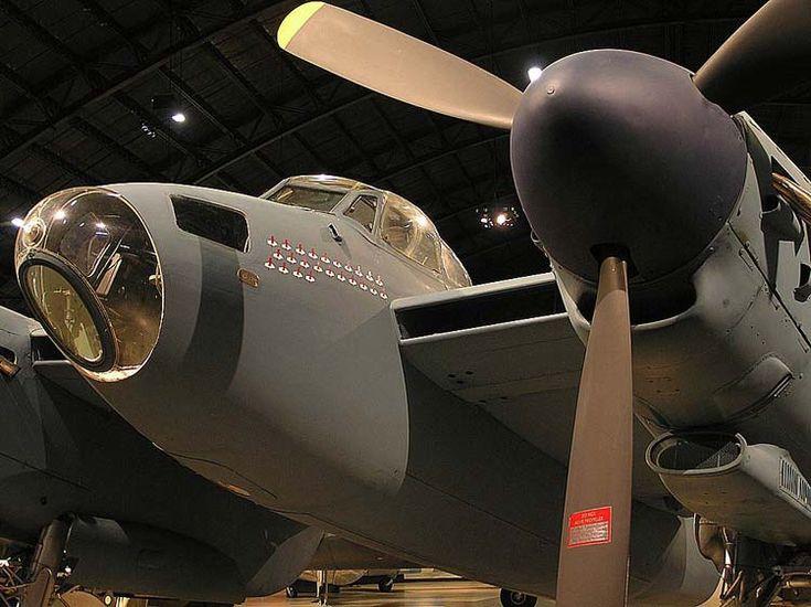 de Havilland D-98 Mosquito Mk.XXXV restauré à partir d'un Mk XVI. Peint aux couleurs du 653 Bomb Squadron