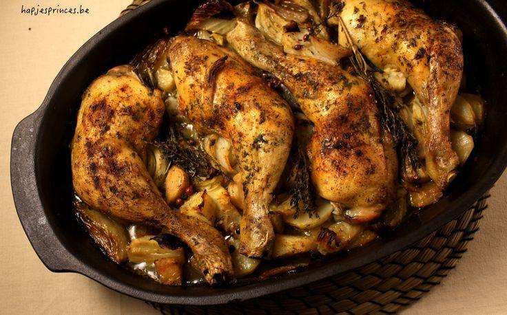 Makkelijke ovenschotel met kip, aardperen, venkel en citroen is een perfect gezond gerecht voor luie dagen.
