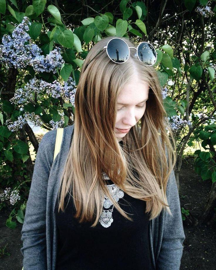 """Маша @oriental_wind сказала что если я не выложу эти """"уши микки мауса"""" то будет атата... А еще за моей копной волос можно даже разглядеть мое любимое """"ожерелье""""-подвеску в этом месяце)) Карточка конечно by @oriental_wind by from_mars"""