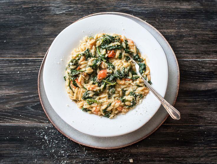 Orzo met spinazie, cherrytomaten en grana padano Een heerlijk zacht en romig Italiaans gerecht Recept | HelloFresh