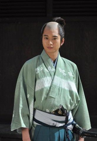 "Mukai Osamu shows off a samurai look for ""Gou ~Hime Tachi no Sengoku~"" - Osamu Mukai Love"