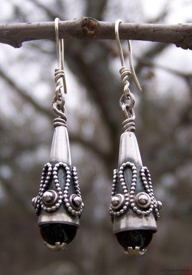 4. Vikingatid - Övrigt / Örhängen med obsidian