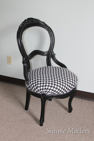Black and White Houndstooth Ballon Back Chair