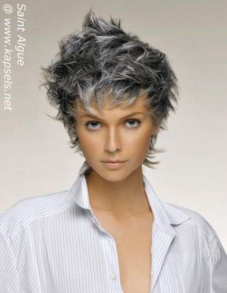 ... op Pinterest - Grijs haar, Korte blondine en Korte grijze kapsels
