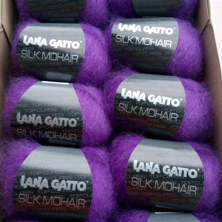 Подруга прислала мне сегодня целую коробку пушистиков невероятного цвета 😍 Я уж задней мыслью подумала мне подарок, так нет 😭 , заставила связать кардиган))) Красота потрясающая, не так ли?) #knitting#вязание#loveknitting#handmade#ручнаяработа#knit#instaknitting#knittinglove#вязаниеспицами#вязаныйкардиган#кардиган#красота#модныйтрикотаж#шелк#мода#стиль#beautiful#instafashion#style#streetstyle#fashion#вязанаямода#мохер#вязанаяодежда#длинныйкардиган