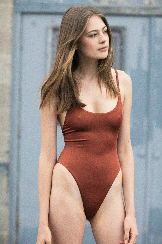 How to Make Your Legs Look Longer in a Swimsuit