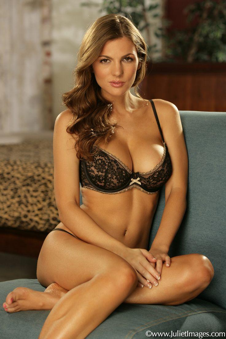 Jillian Beyor Nude Pictures 111