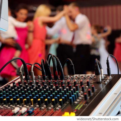 Musik & Unterhaltung Live Musik oder Musik aus der Stereoanlage - richtige Musik für den Polterabend