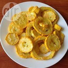 Überbackene Gelbe Zucchini aus dem Ofen - Ein einfaches Sommerrezept für gelbe Zucchini. Man kann auch noch rote Paprika oder halb gelbe und halb grüne Zucchini so backen.@ de.allrecipes.com