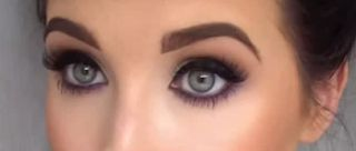 Do you love to do a smokey eye but also love color? Then this tutorial by Jaclyn Hill is for you!