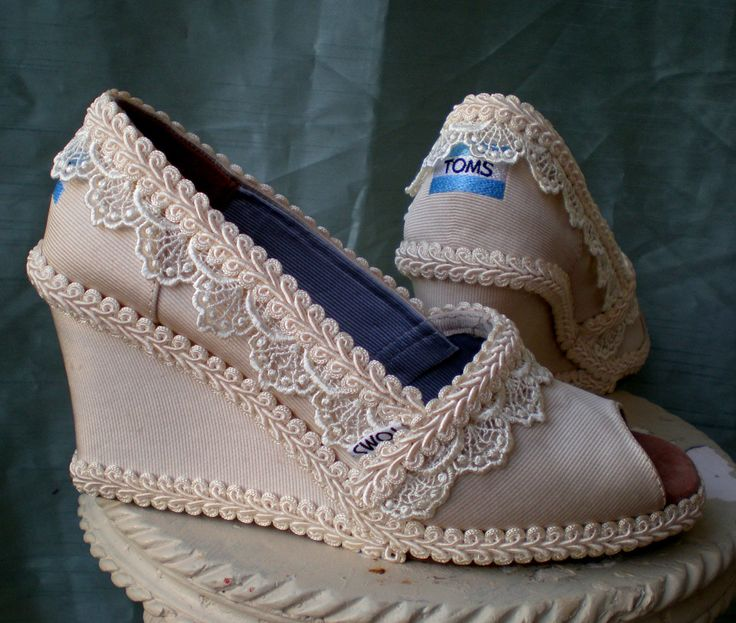 Love the decor on these wedding TOMS wedges! #TOMSwedding