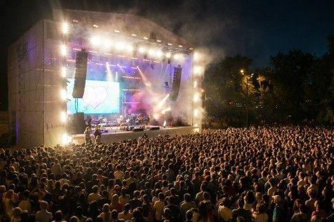 Лето - пора отпусков, а еще, именно летом проходят самые громкие и зажигательные музыкальные фестивали. Попробуем их не пропустить!