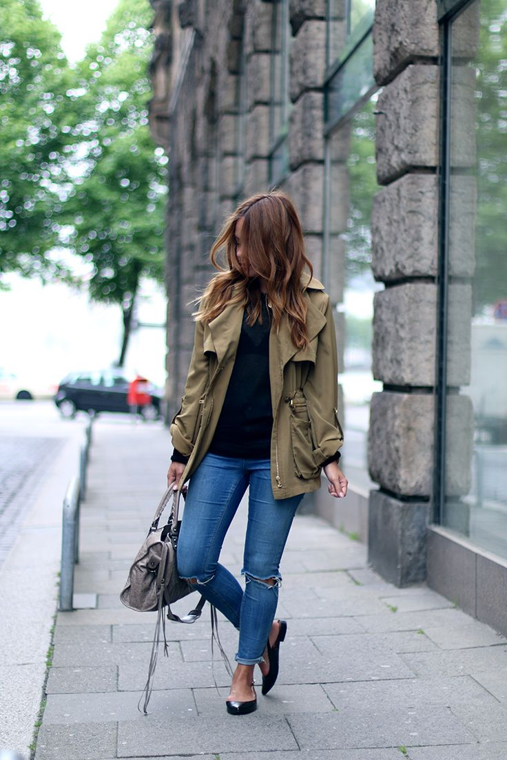 Green parka Edited, Slingback Ballerina Flats &otherstories, Ripped Jeans Asos, Balenciaga City Bag