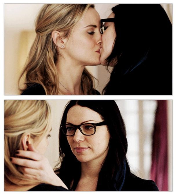 Orange Is The New Black, Laura Prepon & Taylor Schilling as Alex Vause & Piper Chapman, OITNB