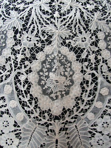 Maria Niforos - Fine Antique Lace, Linens & Textiles : Antique Lace # LA-165 Elaborate 19th C. Brussels Lace Shawl w/ Point De Gaze