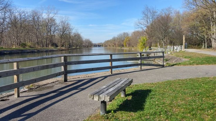 Great Embankment Park has a small sitting area, a few benches, a small boat launch and a dock great for fishing; perfect to start your trip along the canal.