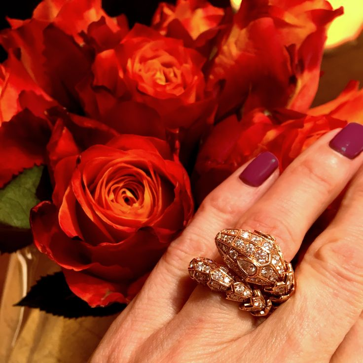 Bulgari Serpenti ring in rose gold with diamonds.