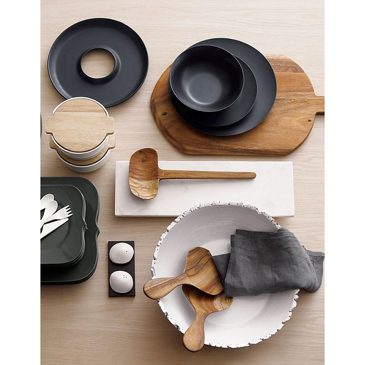 black, white, wood serving pieces. #fk #fashionkiosk #food