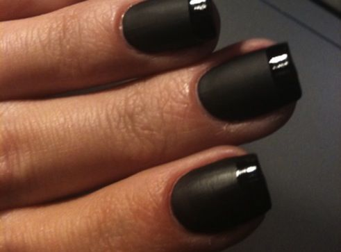 french-manicure-in-nero