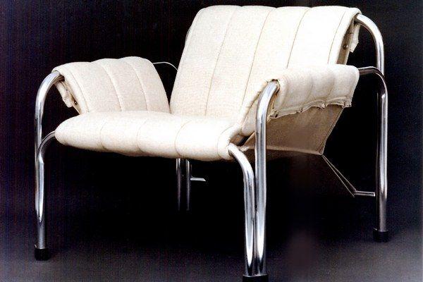 Kreslo T 2403, Návrh: 1979, Realizácia: 1980 - 2009, Výrobca: KODRETA Myjava, Autor: Viliam Chlebo