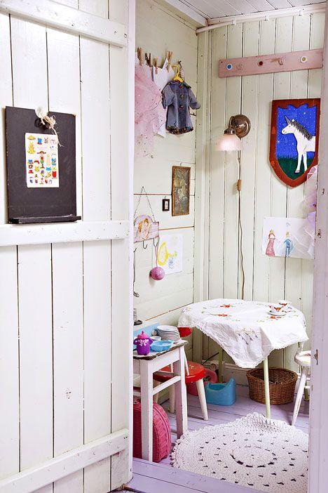 """Lasten leikkihuone on kuin leikkimökki talon sisällä / """"Playhouse"""" inside the house. / Kuva/pic: Petra Tiihonen"""