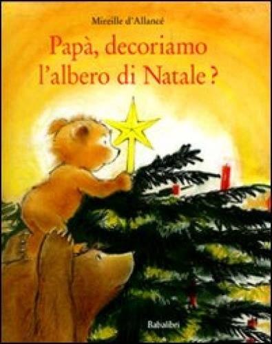 """""""Papà, decoriamo l'albero di Natale?"""" di Mireille d'Allancé edito Babalibri, è una storia che riconduce al concetto del """"fare insieme"""", concetto che ogni tanto, noi genitori perdiamo di vista. https://www.facebook.com/NovaraMamma/photos/a.552106518222585.1073741829.321776991255540/721832691249966/?type=3&permPage=1"""