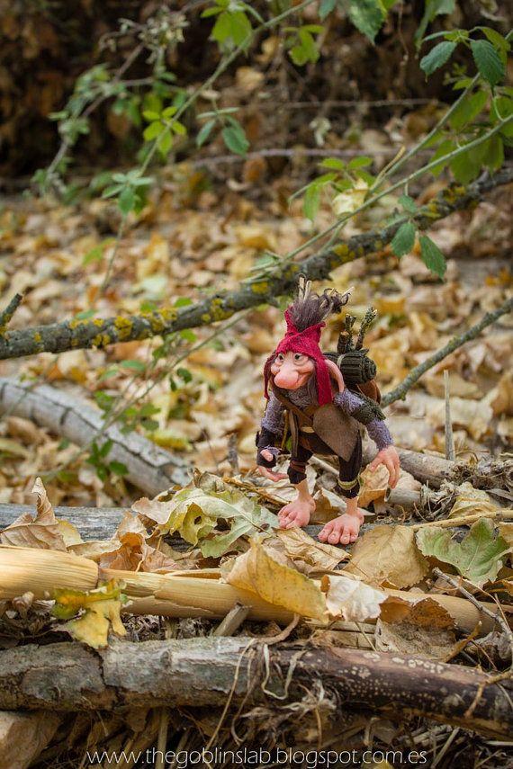 REAL GOBLIN? OOAK DOLL. criatura fantástica mascota goblin viajero de por GoblinsLab. Criaturas Mágicas de Fantasía hechas a mano, por el artista plástico Moisés Espino. The Goblin´s Lab. Madrid, España. Criaturas de leyenda 100% hechas a mano y alimentadas en casa. Duendes, Hadas, Trolls, Goblins, Brownies, Fairies, Elfs, Gnomes, Pixies.... LINKS del artista: http://thegoblinslab.blogspot.com.es/ https://www.etsy.com/shop/GoblinsLab http://goblinslab.deviantart.com/