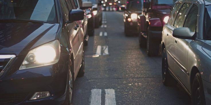Un nuevo servicio permite a los quiteños ahorrar valiosas horas en la matriculación de su auto, sin salir de su casa u oficina