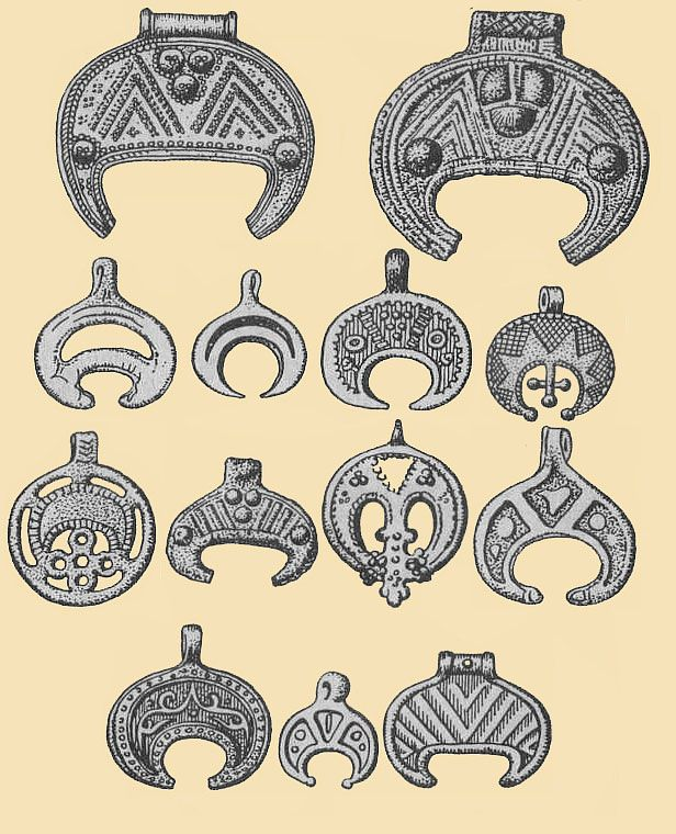 Древние Птица амулет (соул) - лунницы - Ancient Bird amulet (soul) of pre-pagan origins. Lunnitsy, Lunula or Lunitsa is a bird shaped |crescent moon shaped amulet found in ancient Slavic and Norse cultures and some others. It is and was feminine power, only worn by women. The ones which have dangling 3 pendant symbols, represent the Maiden, Mother and Grandmother symbols.