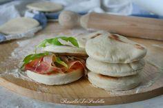 Pane batbout, pane veloce in padella. Sfizioso pane marocchino a breve lievitazione che cuoce in pochi minuti in padella e buono sia al naturale che farcito