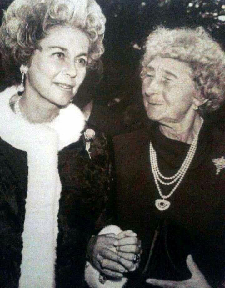 Fédérika de Hanovre reine des Hélènes avec sa mère Louise de Prusse