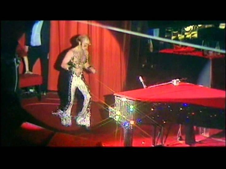 Elton John - Saturday Night's Alright For Fighting - live 1974 ...