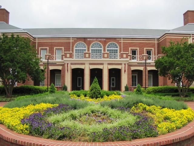 "Learn About Elon University and What It Takes To Get In: Moseley Center at Elon University (<a href=""http://collegeapps.about.com/od/phototours/ss/elon-university-photo-tour.htm"">more photos</a>)"